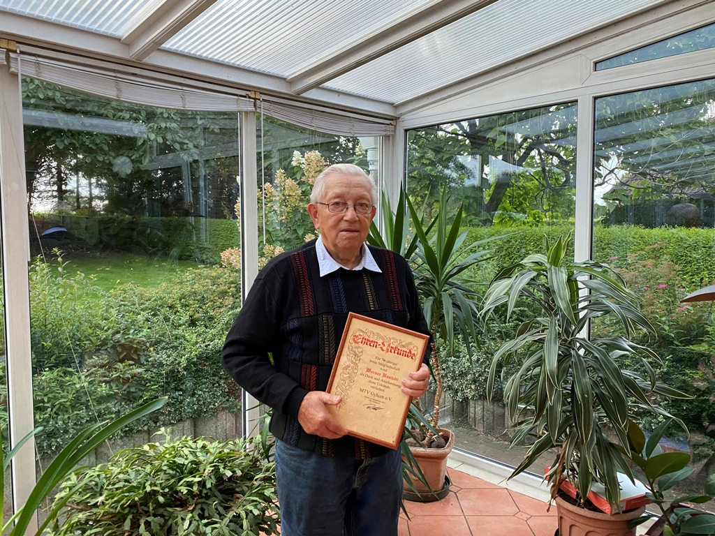 Werner Hastedt wurde nachträglich für 70-jährige Mitgliedschaft im Sportverein MTV Gyhum geehrt.