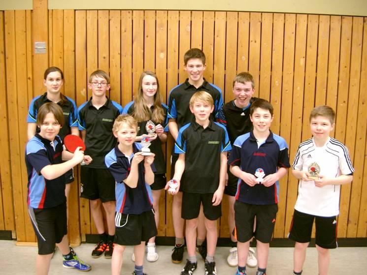 Die Schüler nach der Doppelmeisterschaft.